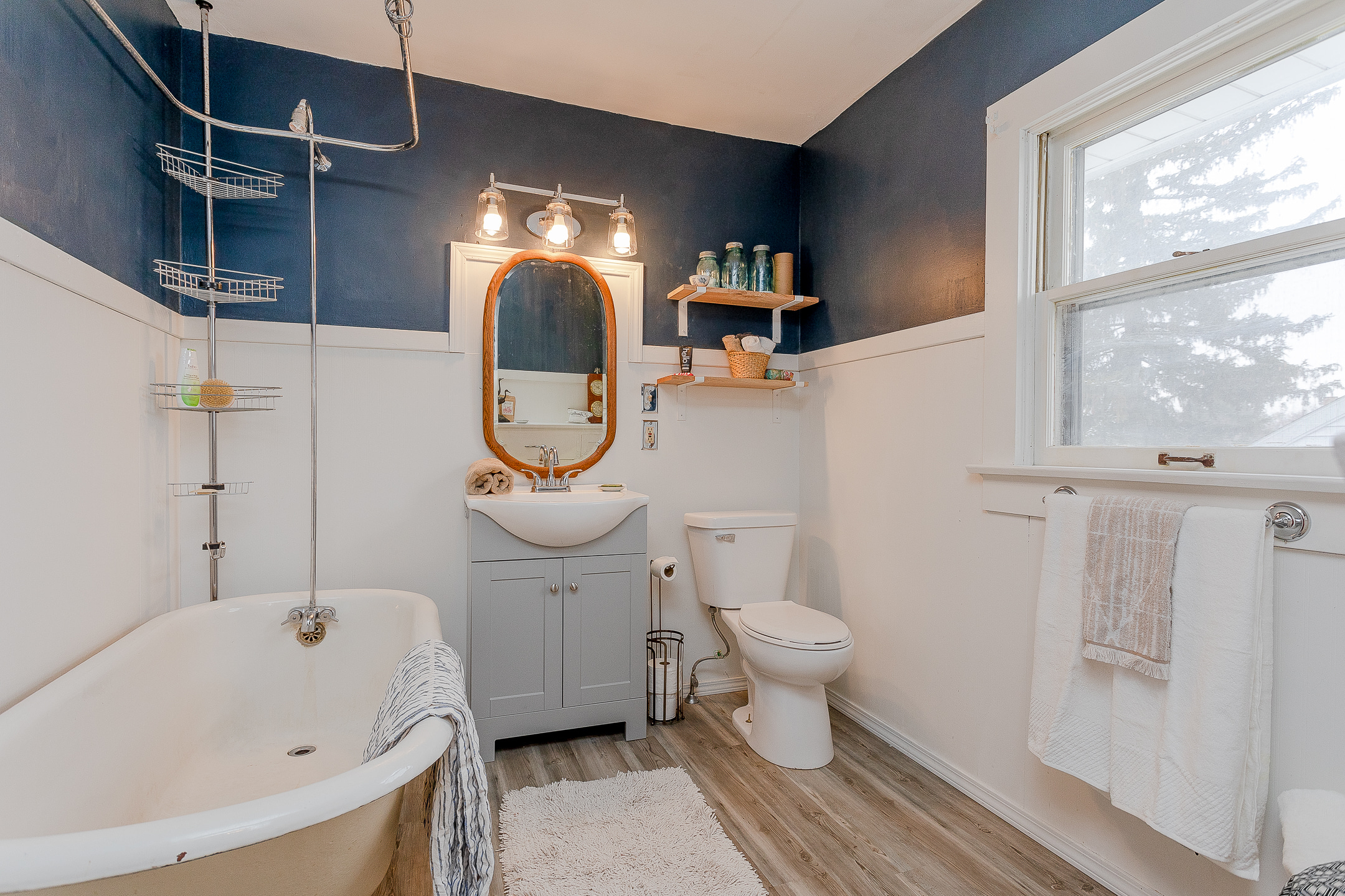 navy and white bath vintage